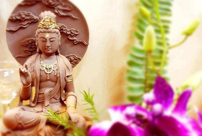 buddha-sculpture-flowers-yoga-altar